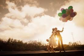 6 Fun Balloon Props To Spice Up Your Pre-Wedding Photoshoot -OneThreeOneFour Blog