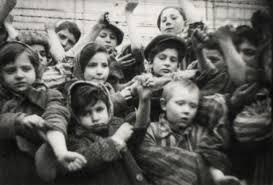 Znalezione obrazy dla zapytania wyzwolenie obozu auschwitz zdjecia