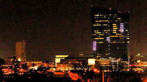Cira Center Lights Watch A Giant Pong Game Played On The Side Of A 29 Story