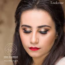 makeup is that is very versatile and customizable according to the need of the face