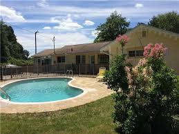 maison piscine chauffée spa chalet à louer dunham di 21817 chaletsauquebec