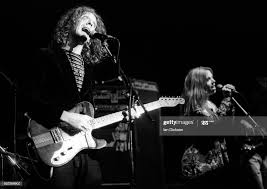 Glen Hansard and Noreen O'Donnell of The Frames performing on stage... News  Photo - Getty Images
