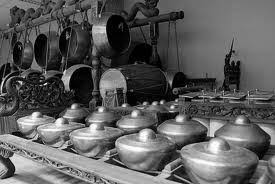 Ciri khas musik ini adalah pada alat, yaitu terompet yang terbuat dari kuningan dan dilengkapi dengan bass drum seperti pada drum band. Seni Musik Tradisional Jawa Timur Jawa Tengah Dan Jawa Barat Pdf Free Download