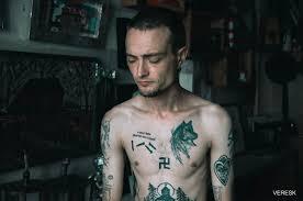 суд оштрафовал художника из омска за татуировку свастики Funtattooru