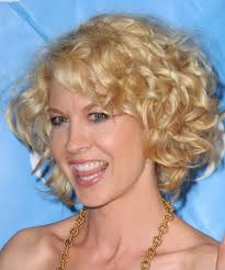 short blonde curly hairstyles for women