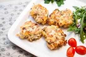 Картинки по запросу Рецепт приготовления куриных оладьей с сыром на кефире