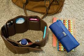 you can either place your purse organizer with the pockets facing in or facing out i prefer the pockets facing in towards each other i can get to things