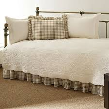 Twin 5-Piece Daybed Quilt Set with Scalloped Edges in Ivory Cream ... & Twin 5-Piece Daybed Quilt Set with Scalloped Edges in Ivory Cream White  Beige Adamdwight.com
