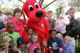 Η Laura  με τον Clifford..