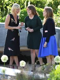 Kate Middleton joins The Queen at Chelsea Flower Show Daily Mail.