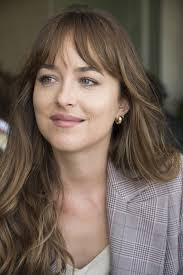 This Old-school Trick Is the Reason Dakota Johnson's Hair Looks So Pretty | Dakota  johnson hair, Thick hair styles, Hairstyles with bangs
