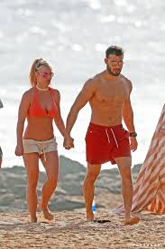 I have zero respect for someone trying to last week, the new york times released framing britney spears, which focuses on the. Britney Spears And Boyfriend In Hawaii Pictures January 2018 Popsugar Celebrity