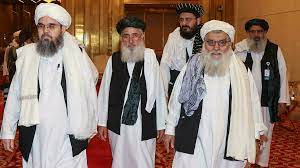 """بريطانيا تبدأ محادثات مع طالبان وقطر تدعوها لتوفير """"ممر آمن"""" للراغبين في  مغادرة أفغانستان"""