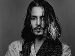 男なら一度は憧れるジョニーデップそんな彼の髪型をまとめました