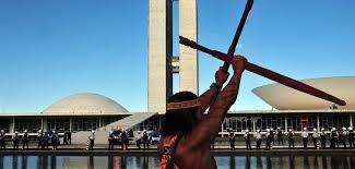 Ao menos 14 terras indígenas estão invadidas hoje. Número deve ser maior