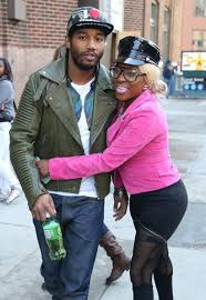 baller mail lil mo s husband is cheating on her likes to have this is one big erotic mess we have going on here first let s start singer lil mo who went through a nasty divorced her aint ish husband