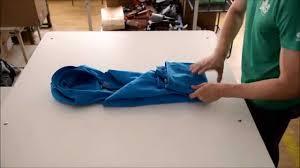 Как сложить куртку в капюшон - YouTube