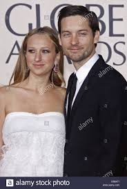 us actor tobey maguire with his wife us jewelry designer jennifer meyer arrive for the 67th golden globe awards in los angeles usa 17 january 2010