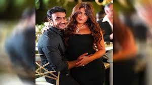 شاهد) فيديو يحسم الجدل المثار حول طلاق ياسمين عبد العزيز وأحمد العوضي