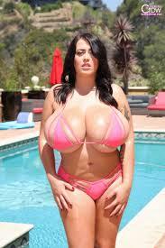 Hot Naked Girl Big Tits Bikini Porn Pics
