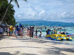 trip report boracay island my philippine life boracay can be crowded people queuing for boat rides