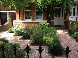 Town front garden traditional-landscape