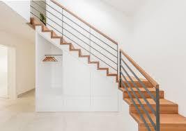 Auch sind manche treppen so gebaut, dass schränke oder kommoden auf jeden fall abgeschrägte seiten benötigen. Treppenschrank Schrank Unter Der Treppe Bathe Treppen