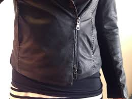 ribbed side panels which cover the under side of the sleeves too