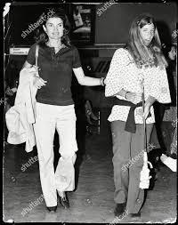 Jackie Onassis Pictured Her Daughter Caroline Kennedy Redaktionelles  Stockfoto – Stockbild
