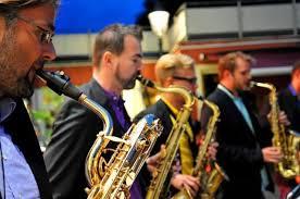 Banyak orang yang mencari alat musik yang bisa membuat suasana harmonis yang cocok untuk pesta ataupun yang lain. Perbedaan Alat Musik Melodis Ritmis Dan Harmonis Beserta Contohnya Kumparan Com