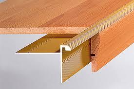Möchten sie laminat auf treppenstufen verlegen, prüfen sie, ob der untergrund noch tragfähig und fest ist. Treppenkantenprofile Fur Holztreppen Selbermachen De