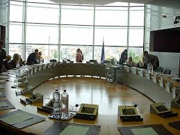 round meeting room table