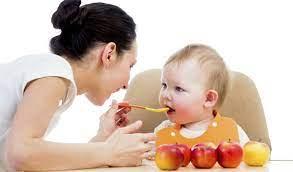 Trẻ 4 tháng ăn được hoa quả gì để không ảnh hưởng đến hệ tiêu hóa?