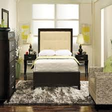 Small Bedroom With Queen Size Bed Ideas(81)