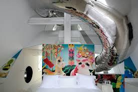hotson_skyhouse_L15_slide-at-guest-bedroom_2400x1600.jpg