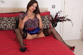 British MILF legs in vintage black French full fashioned nylons.