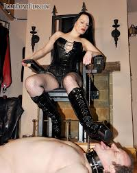 High heel shoes worship trampling and foot job are mixed in this.