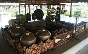 Alat musik gamelan jawa lengkap gambar dan penjelasannya. Alat Musik Gamelan Adalah Budaya Asli Nusantara Sejak Masa Mataram Kuno Theindonesiaadventure Com