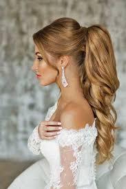 Прическа с хвостом и бантиком на длинных волосах как на фото выглядит так романтично, что ее тут объемная коса от макушки также способна стать достойным украшением будничной или вечерней прически. Pricheska Hvost 2018 2019 Goda V Raznyh Stilyah Foto Idei I Primery Pricheski Konskij Hvost Wedding Ponytail Tail Hairstyle Hair Styles
