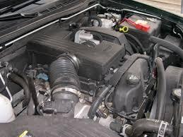 file gmc canyon vortec 3500 engine jpg file gmc canyon vortec 3500 engine jpg