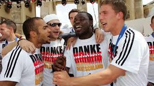 Schaut auch auf meine homepage: Lukas Podolski Fanliebling Und Dfb Stimmungskanone Zdfmediathek