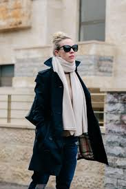 how to wear a navy blue trench coat burberry navy sandringham trench coat outfit