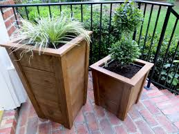 Decorative Wooden Planter Boxes DIY Tutorial Decorative Wood Planter Boxes The Project Lady 2