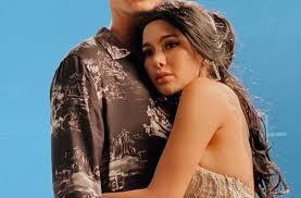 Umur 32 tahun) adalah pemeran dan penyanyi indonesia. Dibonceng Dimas Beck Posisi Tangan Nikita Mirzani Bikin Gaduh