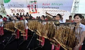 Hal itulah yang dapat menghasilkan suara dengan nada yang berbeda sesuai notasi musik. Mengenal Angklung Alat Musik Goyang Asli Jawa Barat