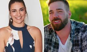 Jul 03, 2021 · farmer wants a wife returns to seven on sunday with natalie gruzlewski in her 10th season as host. Farmer Wants A Wife S Mackenzie Phillips Reveals Why She Signed Up For The Dating Show Daily Mail Online