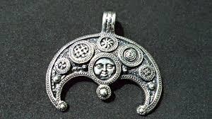оберег лунница кому подходит значение для женщин тату с лунницей