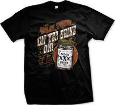 Amazon Outlaw Whiskey XXX Moonshine Men s T shirt Git Yer.