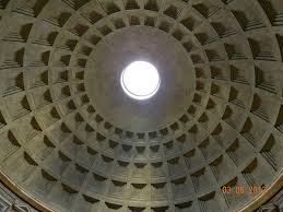 the dome features sunken panels coffers in five rings of 28 this evenly spaced layout was difficult to achieve and it is presumed had symbolic meaning