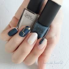 簡単夏に合うセルフのブルーネイルのデザイン14選塗り方のコツも Cuty